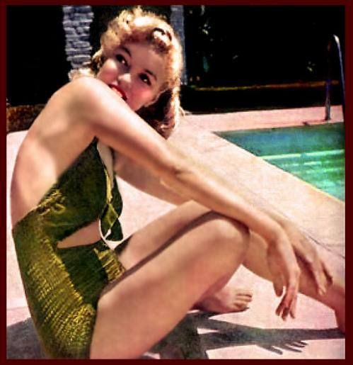 Marilyn Monroes swimsuit days (15 photos)