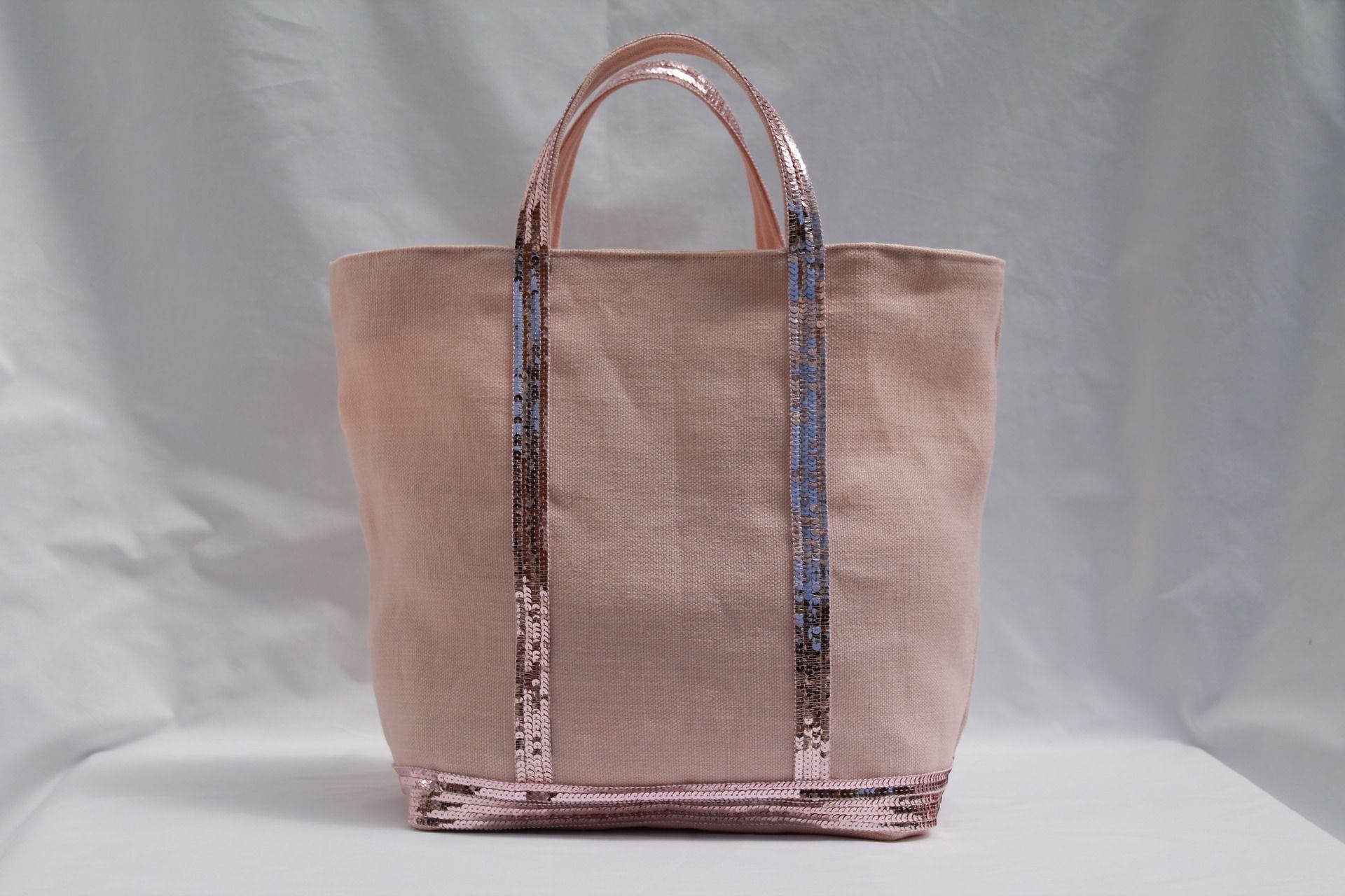 le cabas en 100 lin rose poudr avec des sequins rose pale inspiration vanessa bruno sacs. Black Bedroom Furniture Sets. Home Design Ideas