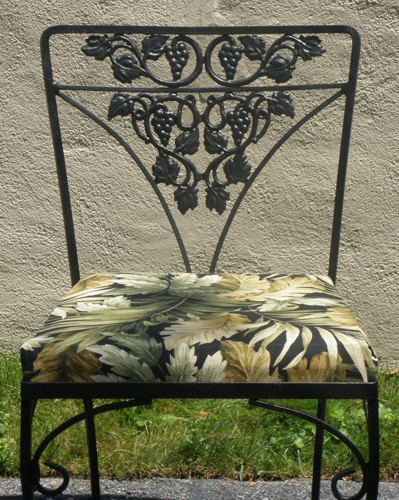 Wrought Iron Table 4 Chairs Cushions Woodard Grapes Leaves Barkcloth Vintage 1950s Outdoor Indoor Furniture More Pieces Available Wrought Iron Table Wrought Iron Patio Furniture Iron Table