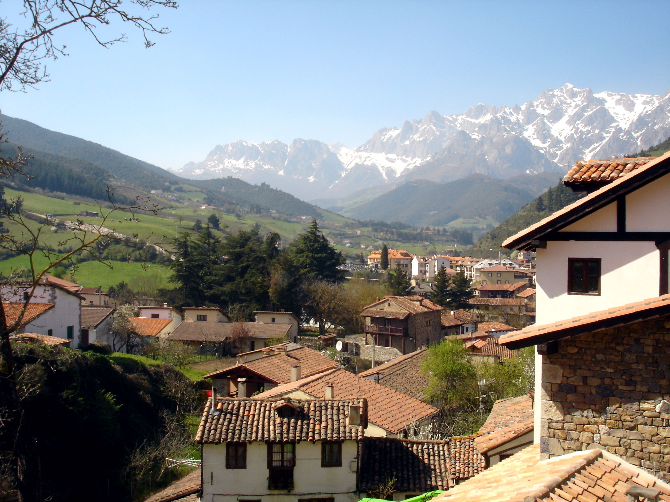 Potes Spain Middle Of Nowhere But That Makes It Better Picos De Europa Parques Nacionales Europa