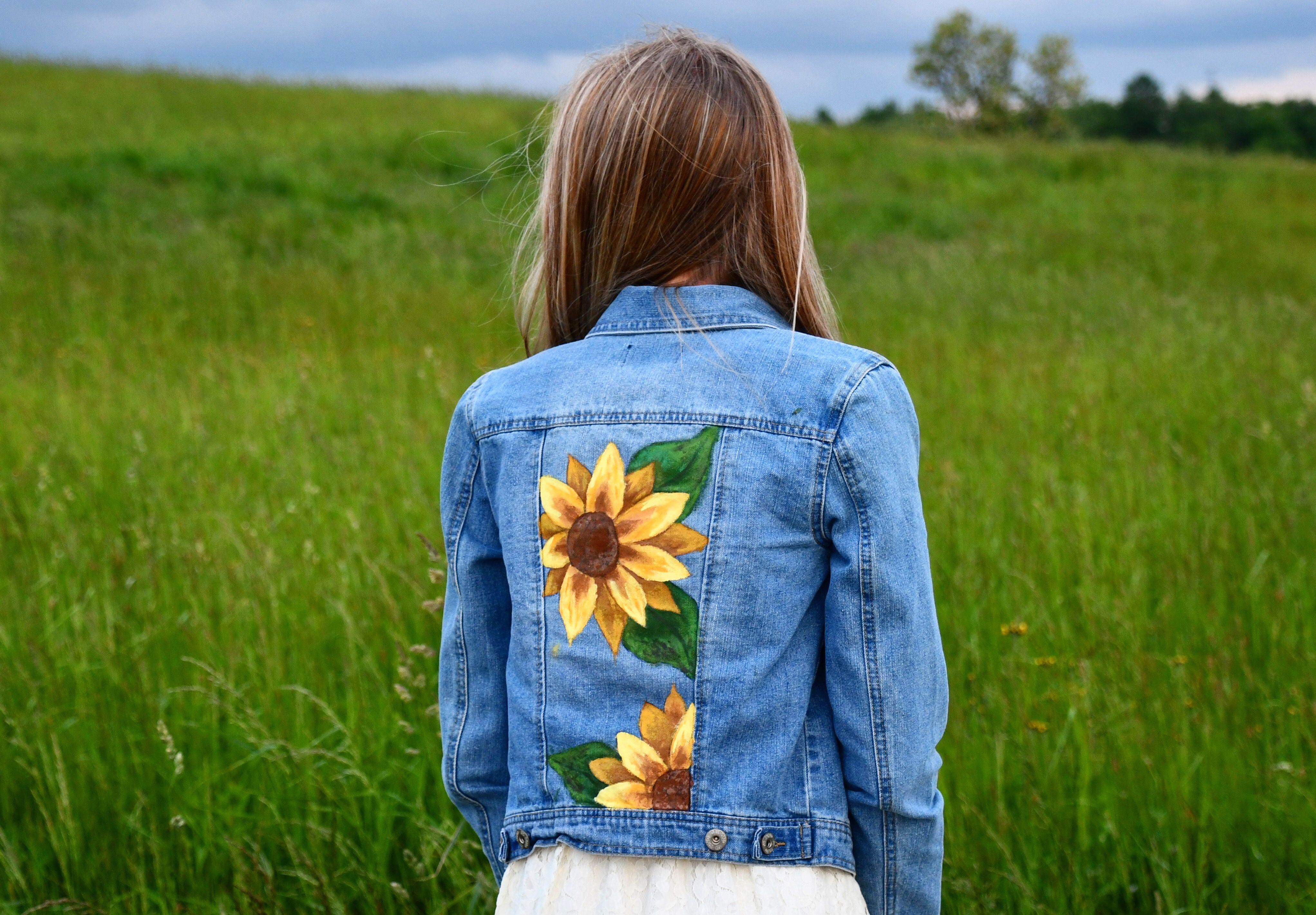 Sunflowers Painted On A Jean Jacket Jackets Painted Denim Fashion [ 2843 x 4087 Pixel ]