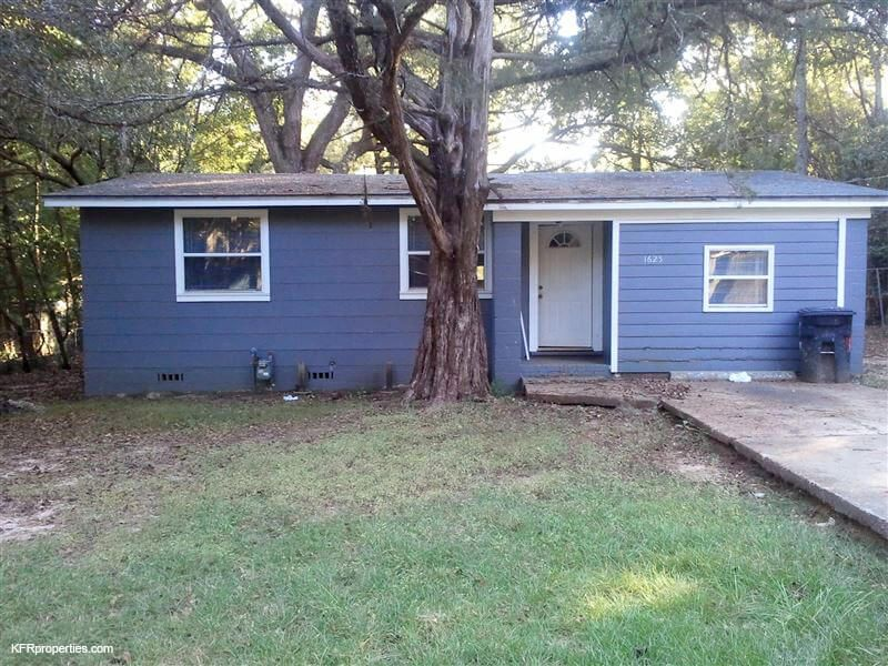 1625 Pepper Drive Tallahassee FL 32304 This is a 4