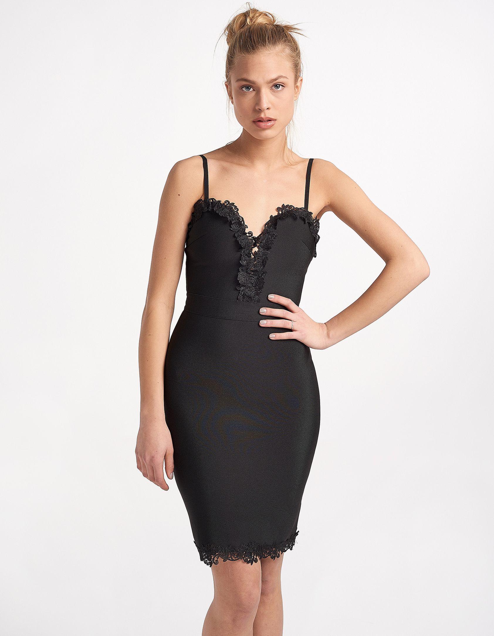 545295ddb1fd Φόρεμα midi σε ίσια γραμμή που κουμπώνει με φερμουάρ που βρίσκεται στην  πίσω πλευρά. Λεπτές