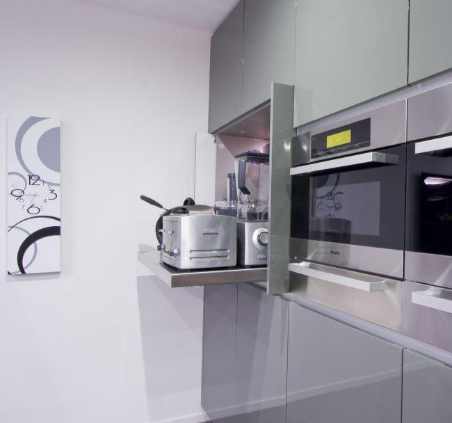 moderne küchenzeile elektrogeräte verstecken ausziehen hochglanz ...