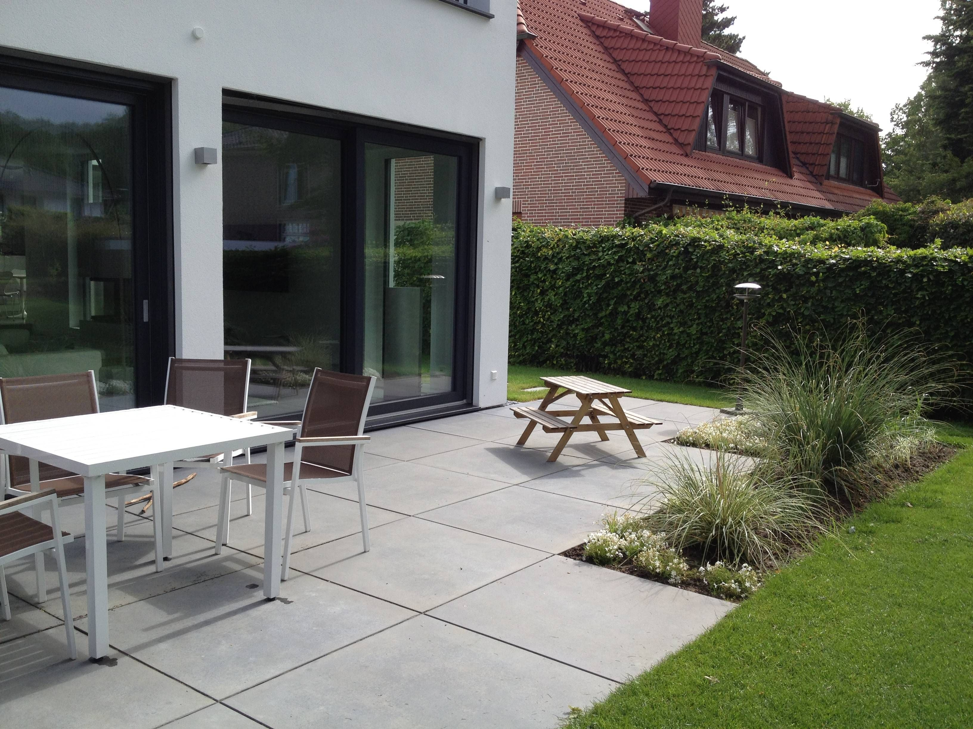 terrasse mit grossformat platten | righini garten- und