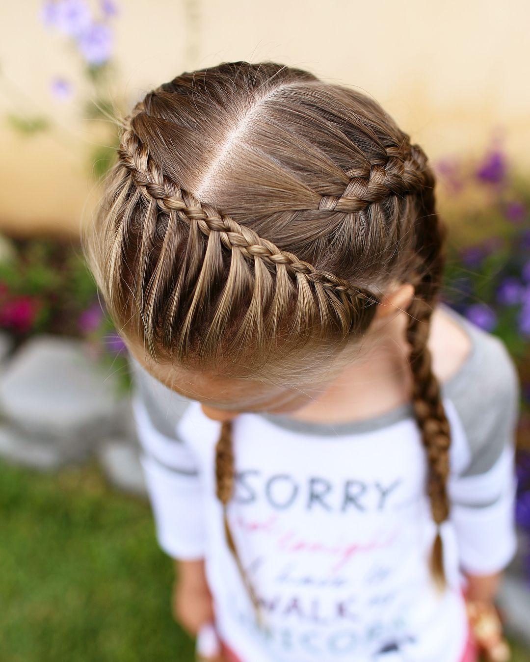 Bild Konnte Enthalten Eine Oder Mehrere Personen Und Im Freien Haare Madchen Kinderfrisuren Geflochtene Frisuren