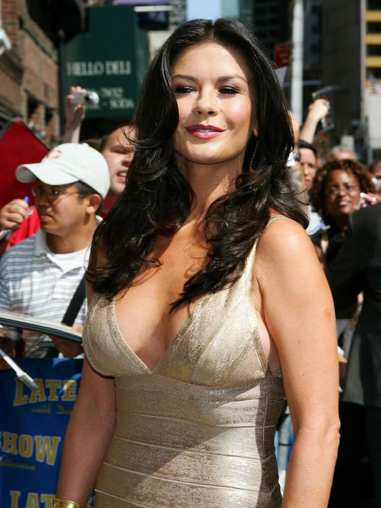 Hottest cougars in hollywood