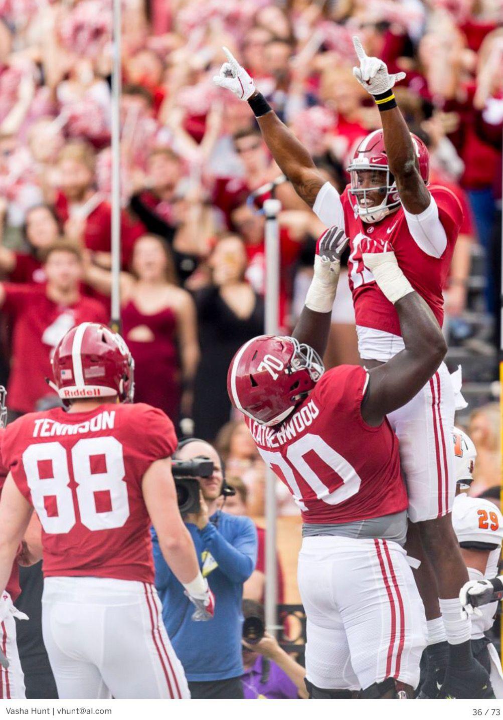 sale retailer b3dab 863ad Alabama offensive lineman Alex Leatherwood (70) and Alabama ...