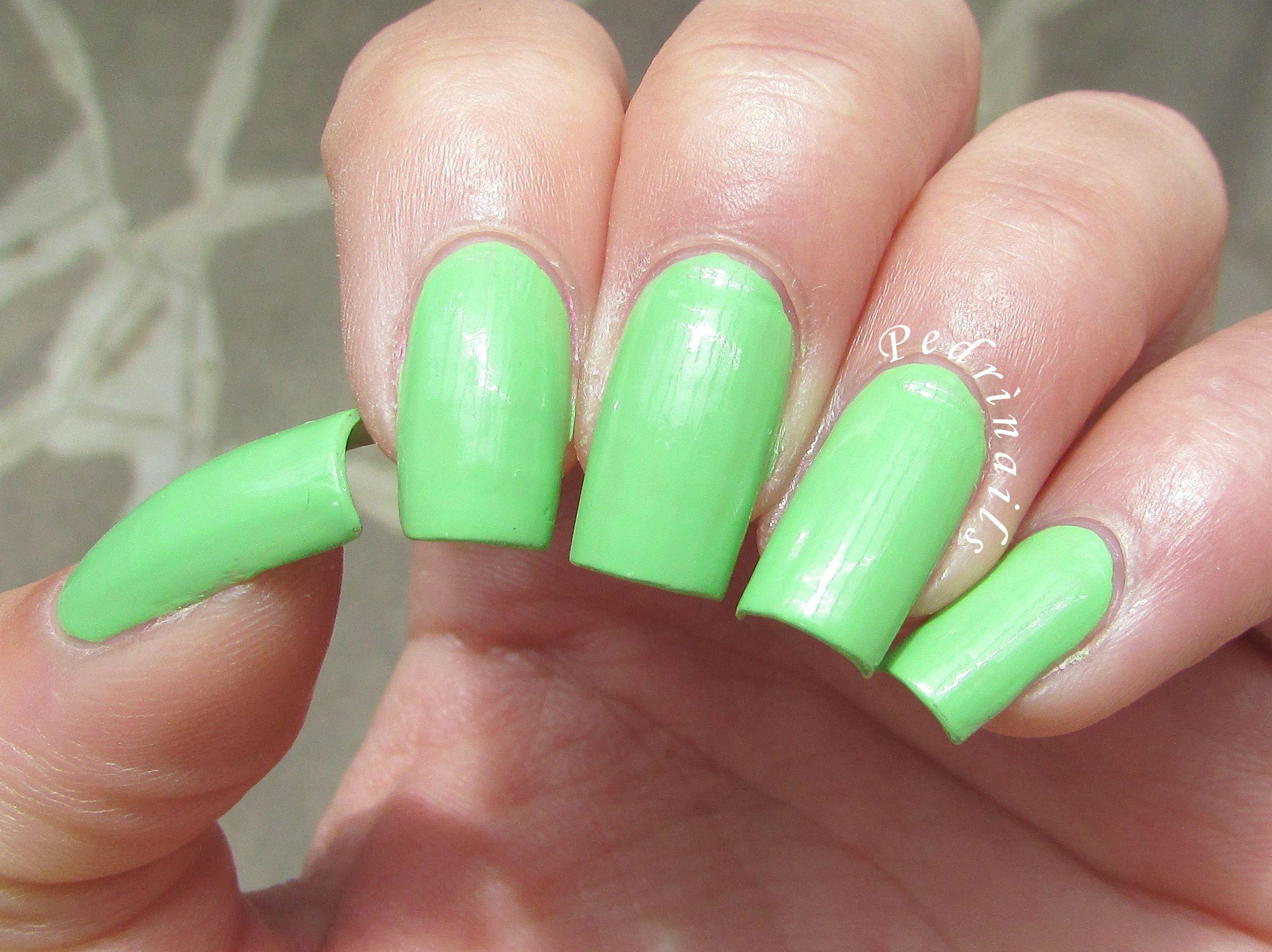 Swatch & review Essence the gel nail polish Brazil jungle 26 http://pedrinails.blogspot.it/2015/04/swatch-review-essence-gel-nail-polish.html