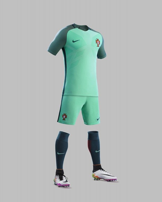 afcaaa7076495 Camisas de Portugal 2016-2017 Nike CR7 Reserva