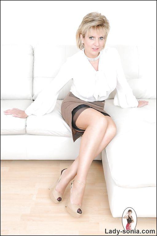 Lady sonia legs