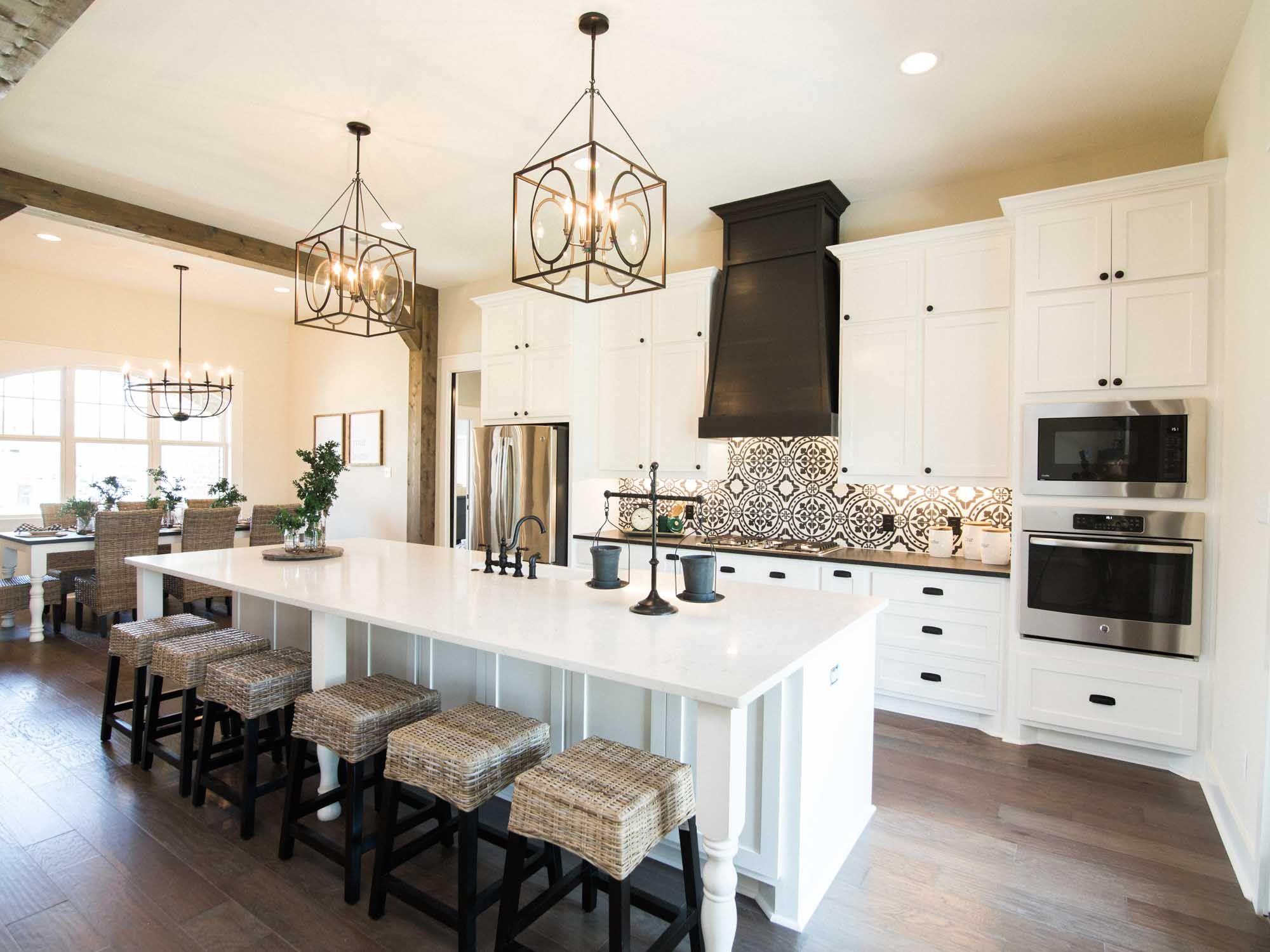 Kitchen Inspiration With Large Island And White Cabinets Elegant Kitchens Kitchen Island Cabinets Kitchen Inspirations