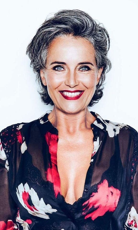 Aging gracefully: a healthy glowing skin with a bronzer, lipstick, eyes done up and sexy clothing #aginggracefully