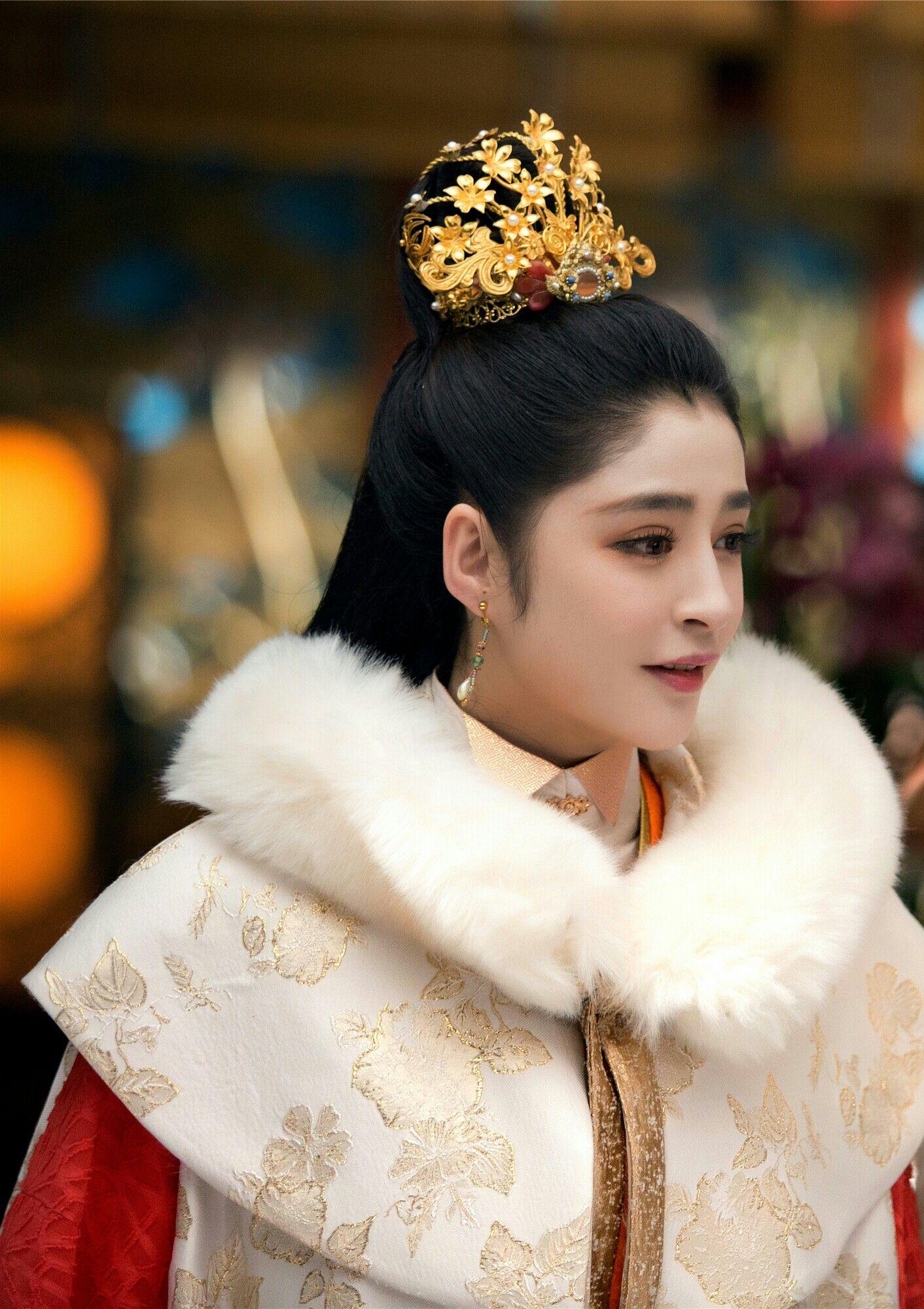 hanfu from the princess weiyoung 《锦绣未央》 - tang yan, luo jin