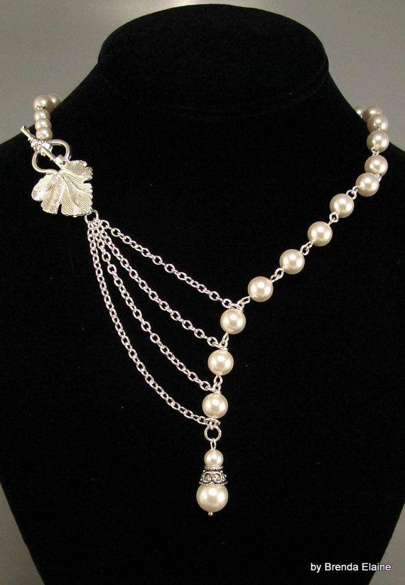 4411bf4915b9 Elegante collar perlas con hoja de plata de fascinación