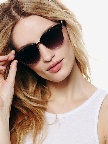 Trend: Plastic rim sunglasses in this shape