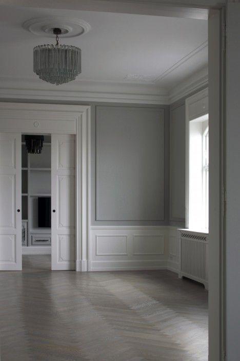 Moulding herringbone floors vintage light walls - Grey and white walls ...