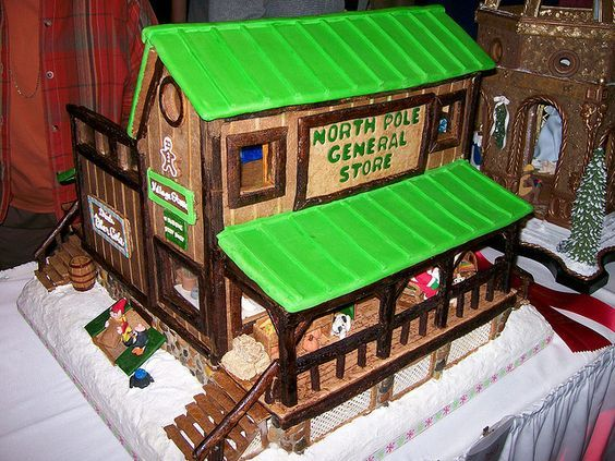 2009 National Gingerbread House Competition pictures - I didn't make this. by SweetCakery,: