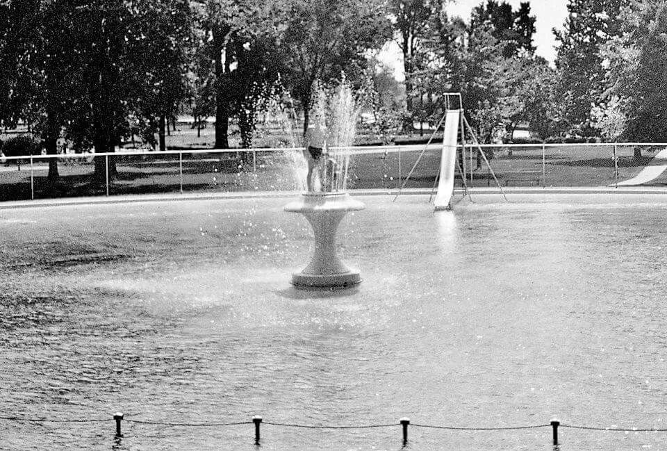 The Fountain At The Round Pool Look Close With Images