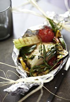 Unser beliebtes Rezept für Kabeljau mit Gemüse und Pesto in Alufolie gebacken und mehr als 55.000 weitere kostenlose Rezepte auf LECKER.de.