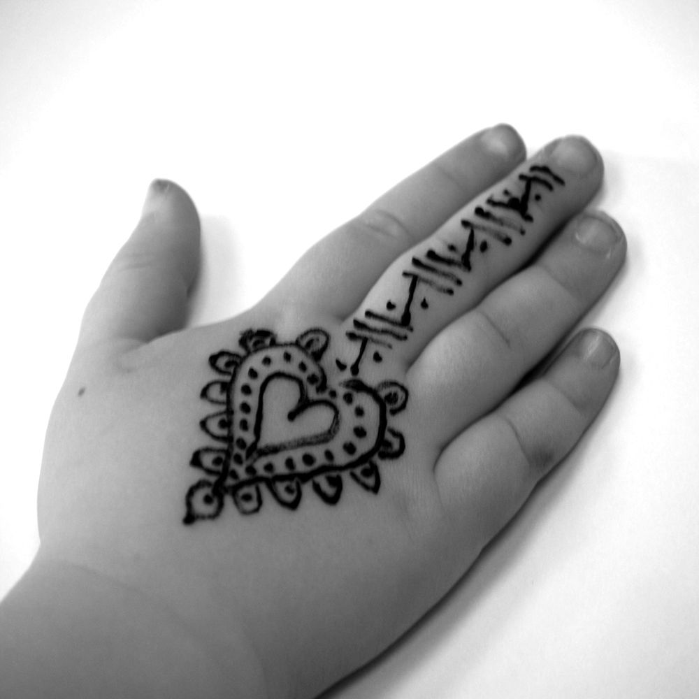 Adorable henna pinterest hennas and tattoo for Henna tattoo for kids