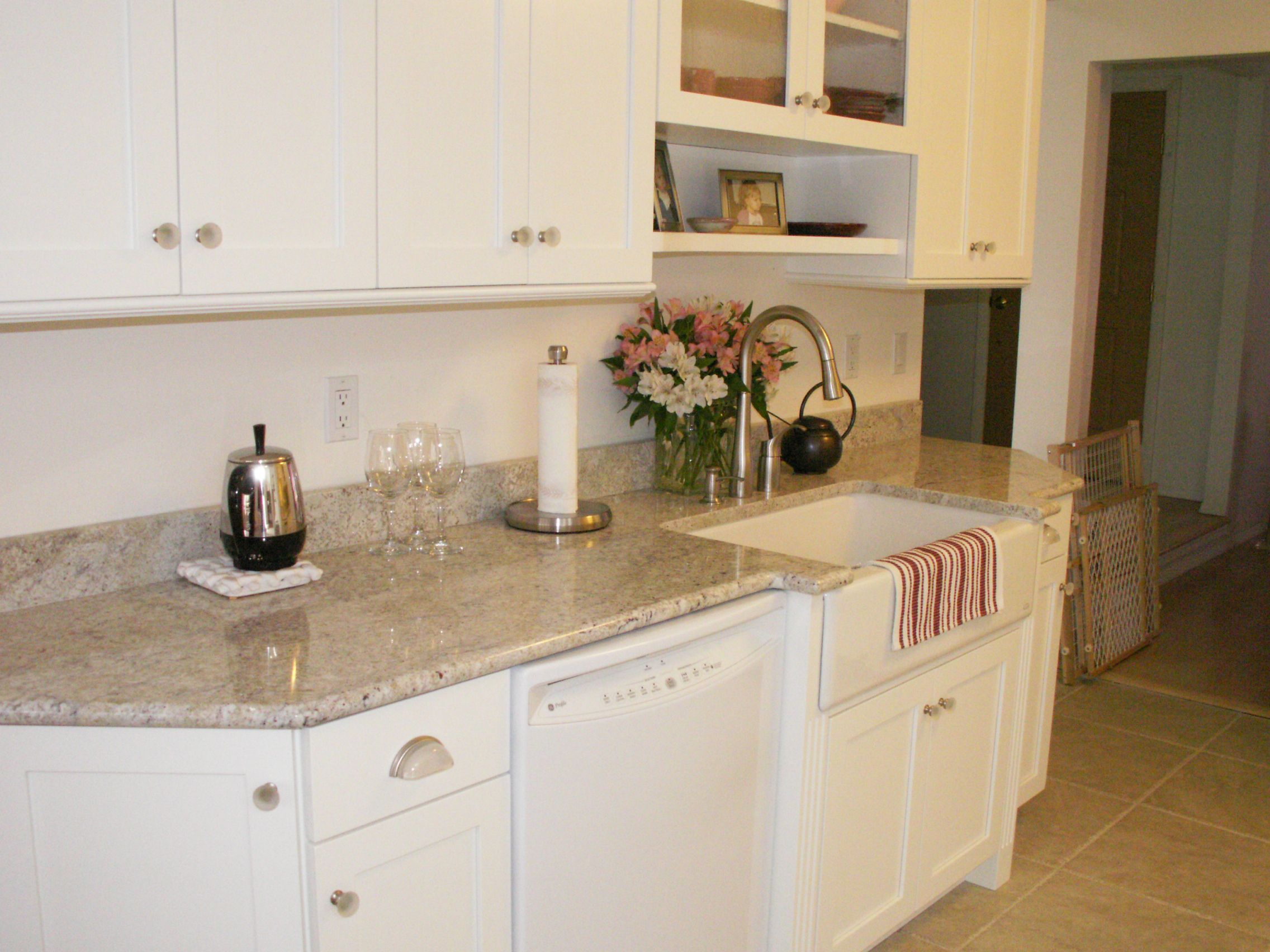 Love The Countertop Color Countertop Colours Custom Cabinets Kitchen