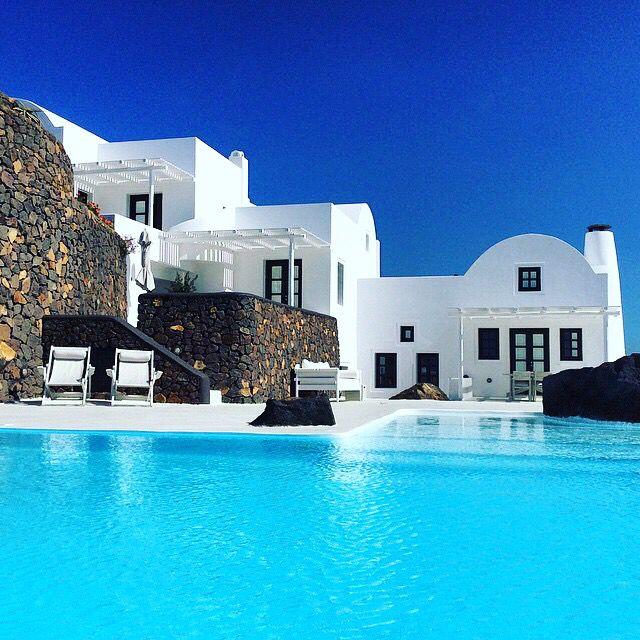 en los próximos días ya podrás hacer tu reserva en thesuites SANTORINI: www.thesuites.es #greece #santorini #white #thesuites #nohotels