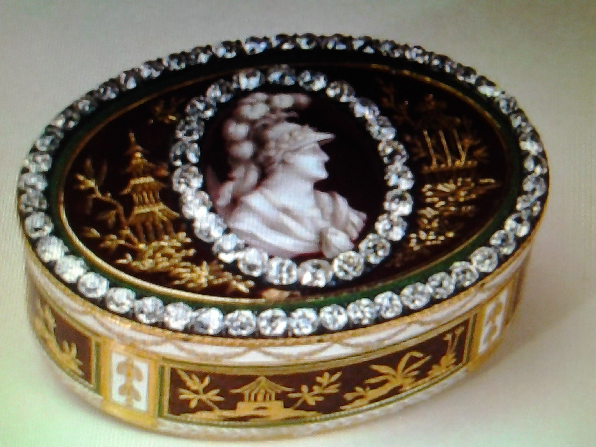 Antique diamonds snuff box
