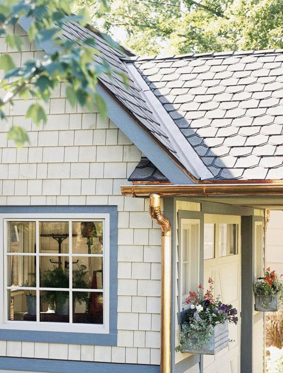 Gutter Cleaning In Birmingham Alabama Clean Pro Gutter Cleaning Has Been In The Exterior Gutter Cleaning In Birmingham Galvanized Gutters Gutters Gable Roof