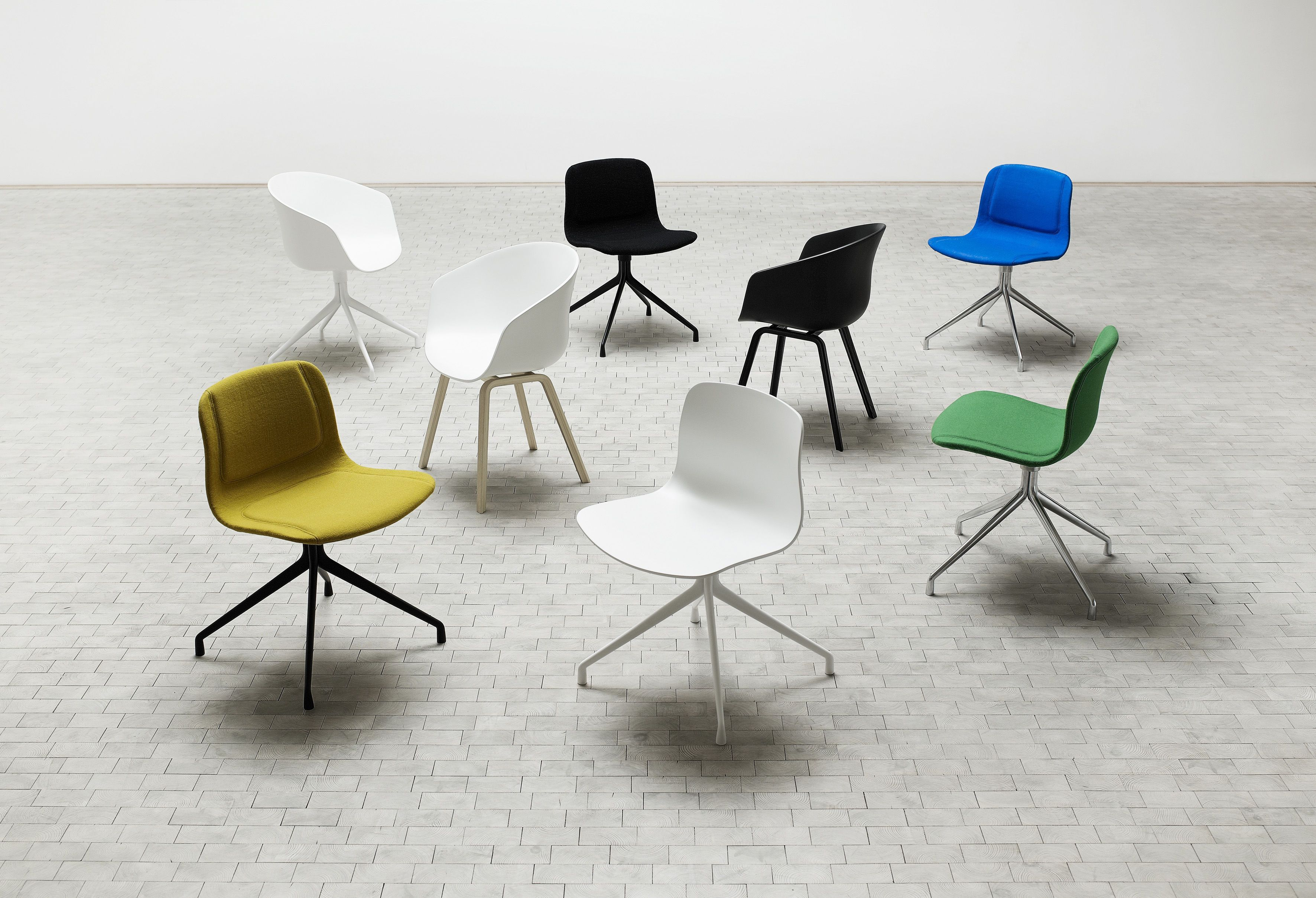 Fauteuil Pivotant About A Chair Pieds Noir Pied Noir Hay - Formation decorateur interieur avec fauteuils pivotants design