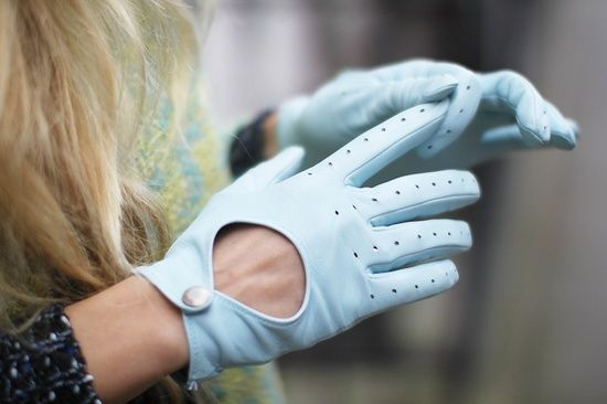 Pale blue driving gloves. I'm in love with the snaps!