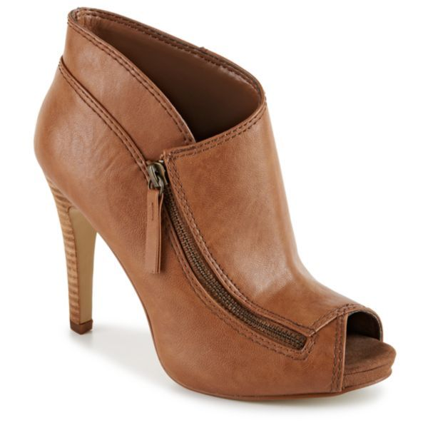 Asymmetrical lines lend stylish structure to the elegant Eleazor womens  shoe from Nine West