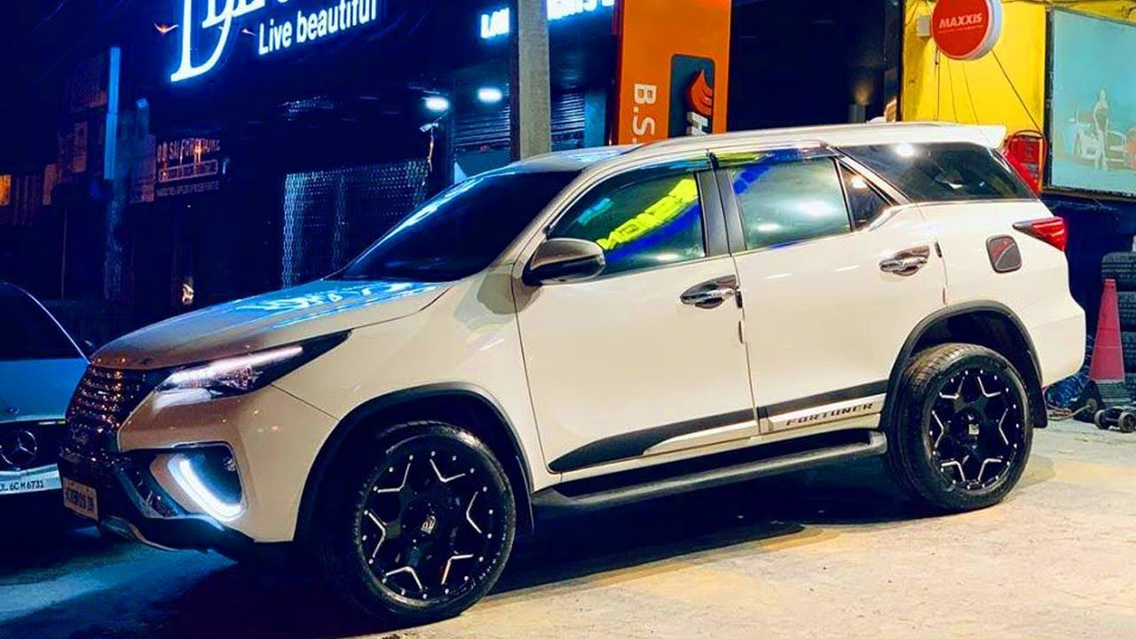 Fortuner Modified In India 20 Inches Tires Big Wheels Car Carte Tips Https Cstu Io 6c1e72 Car Accessories Big Wheel Car