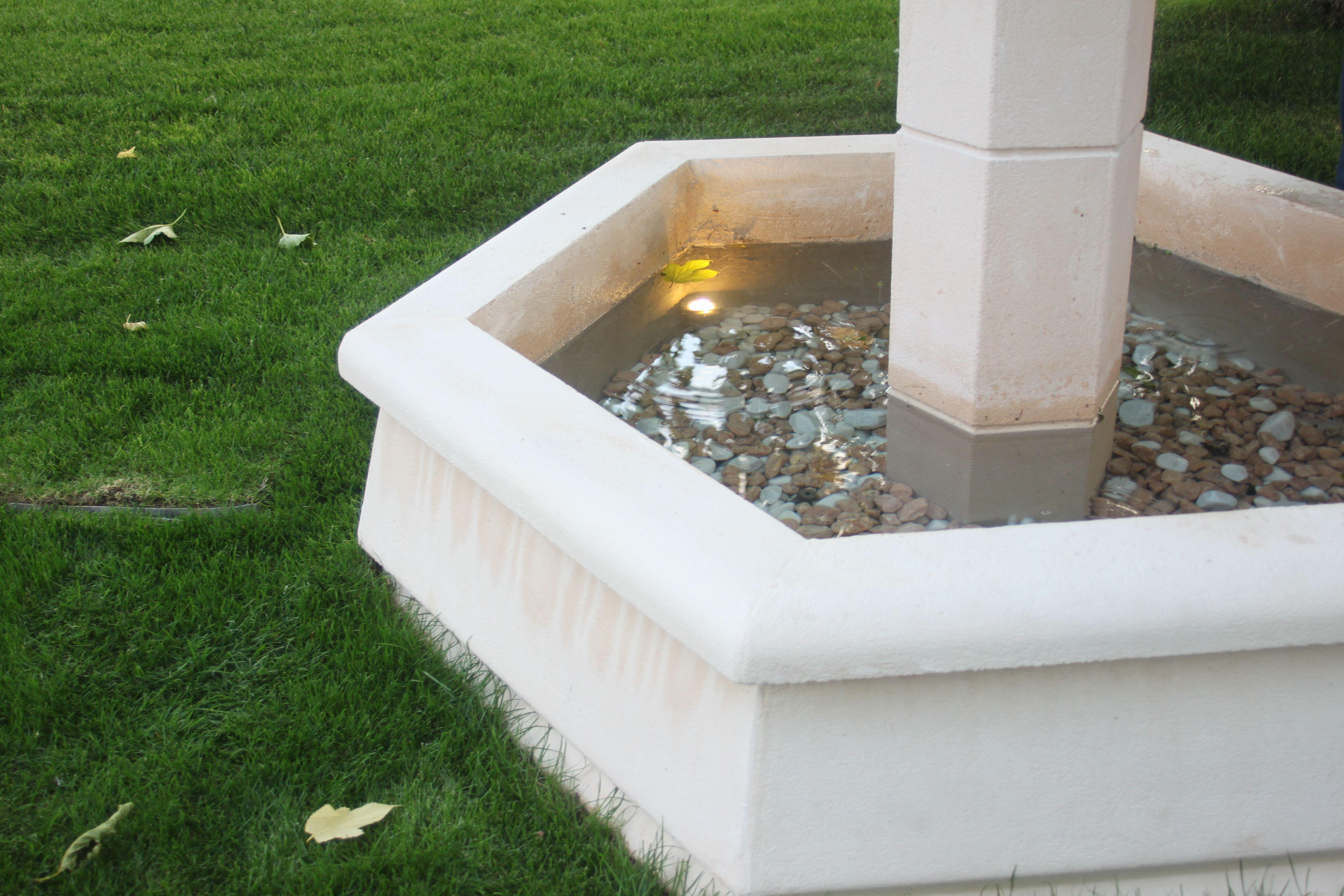 Fontaine Centrale En Pierre Reconstituee Pour Village Ou Jardin Petit Modele Pierre Reconstituee Pierre Petites Fontaines
