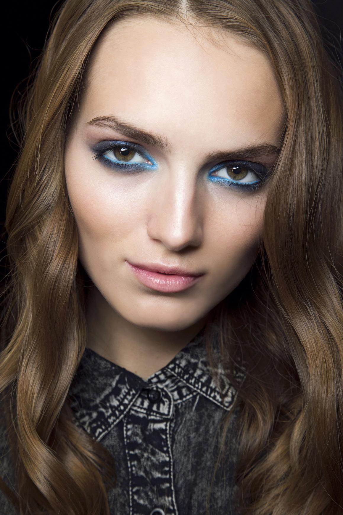 Fashion week Beauty spring trend blue eye makeup for girls