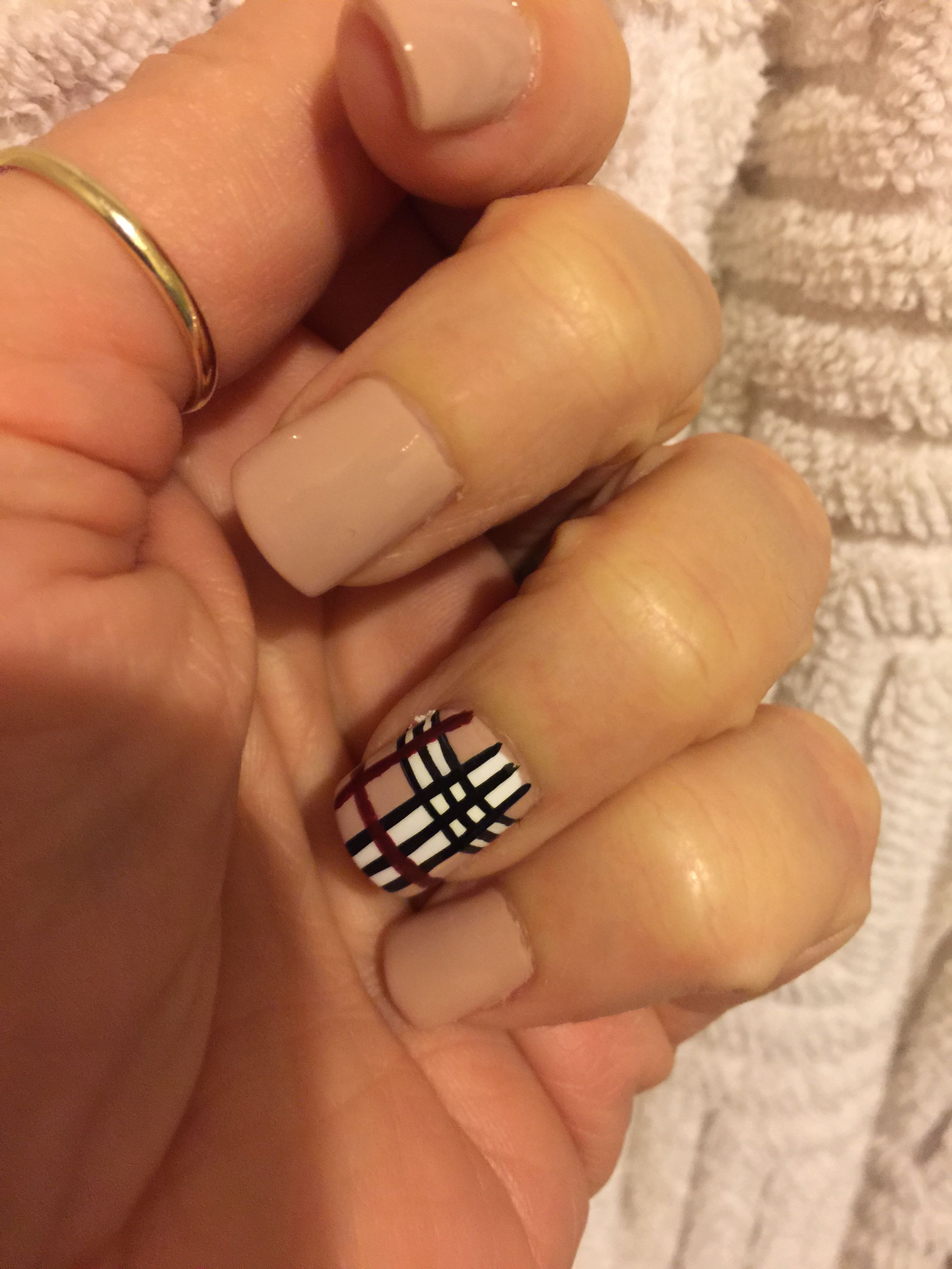 Burberry nails 11-18-15 | Nails | Pinterest | Burberry y Cuadro