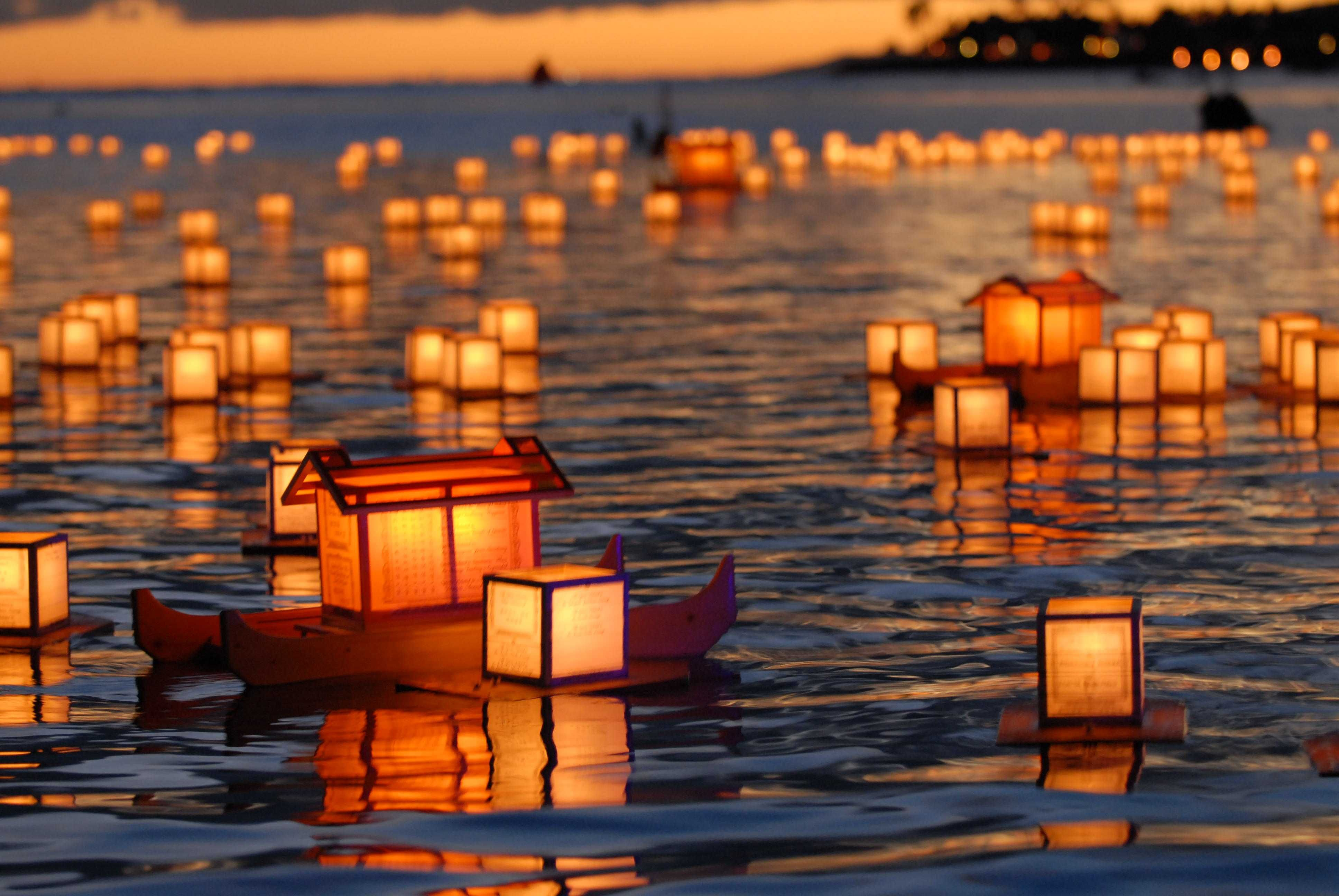 Lanterns-on-the-ocean.jpeg 3,872×2,592 pixels | CANDLE MAGIC..let ... for Sky Lanterns Over Water  104xkb