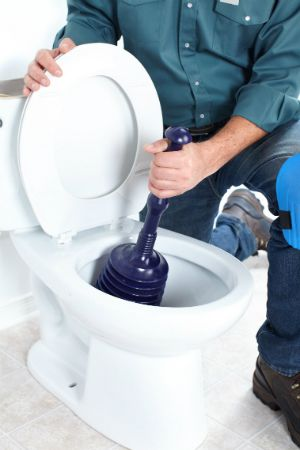 The Right Way To Use A Plunger Plunger Bathtub Drain Clogged Toilet
