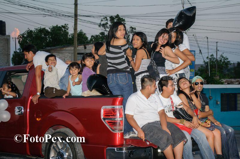 """La foto fue tomada durante el recorrido de los prepos para apoyar a sus candidatas a """"Señorita Prepa 2012″,…... Encuentra mas fotos en FotoPex.com"""