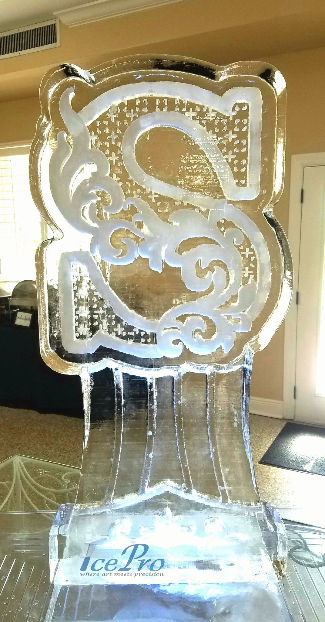 Full Block Ice Sculpture Of The Letter S For A Recent Wedding Reception Ice Sculpture Wedding Ice Sculptures Sculptures