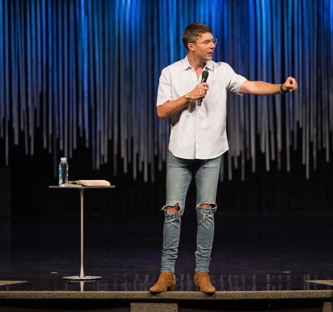 Pastor Judah Smith - Saint Laurent boots - Topman jeans // PREACHER STYLES  | Mens fashion streetwear, Hipster mens fashion, Saint laurent jeans