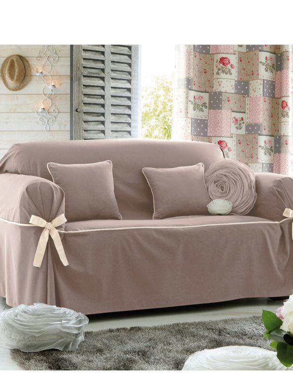 2a2b31ce630 Elegante y majestuosa funda de sofá que añadirá un toque de clase a tu  salón además de proteger tus piezas de descanso favoritas. Funda de sofá  con detalle ...