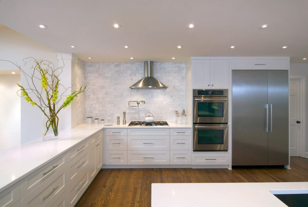Caesarstone Organic White Kitchen Transitional With Silver Bar