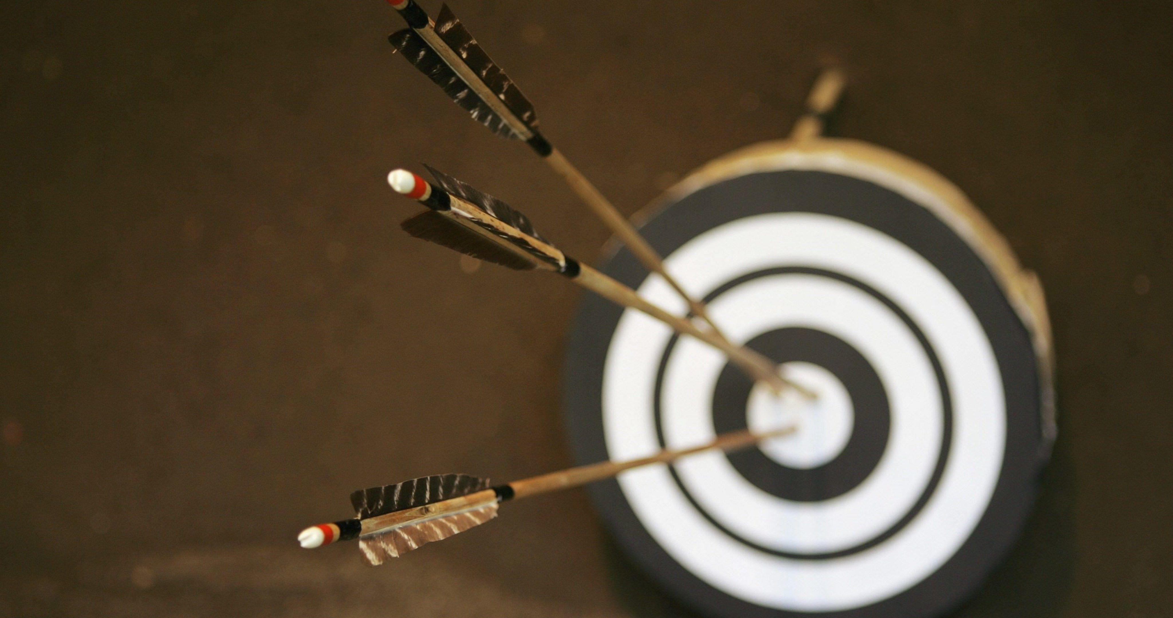 three arrows center of the target bullseye 4k ultra hd