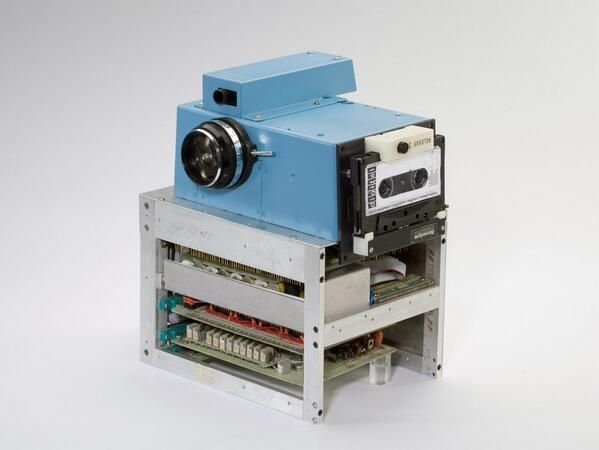 World's First Digital Camera (1975).. Created by Kodak's engineer Steve Sasson.