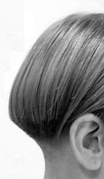 Grossartiger Haarschnitt Mit Perfektem Ubergang Vom Geschorenen Nacken Zum Langen Deckhaar Keine Kante Mutige Hohe Haarschnitt Haare Beauty