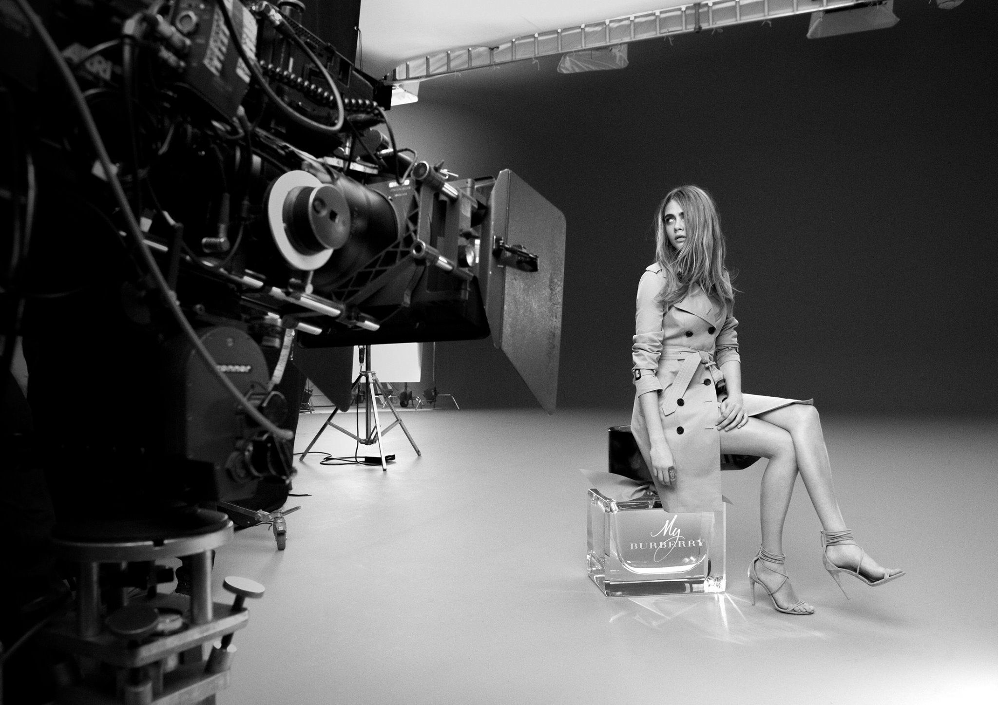 Behind-the-scenes of the #MyBurberry fragrance campaign, shot by Mario Testino.