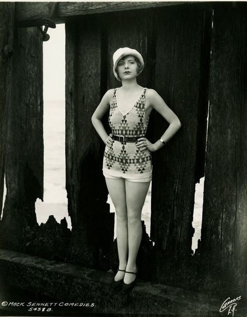 A Mack Sennett Bathing Beauty photographed by George Cannons. S)