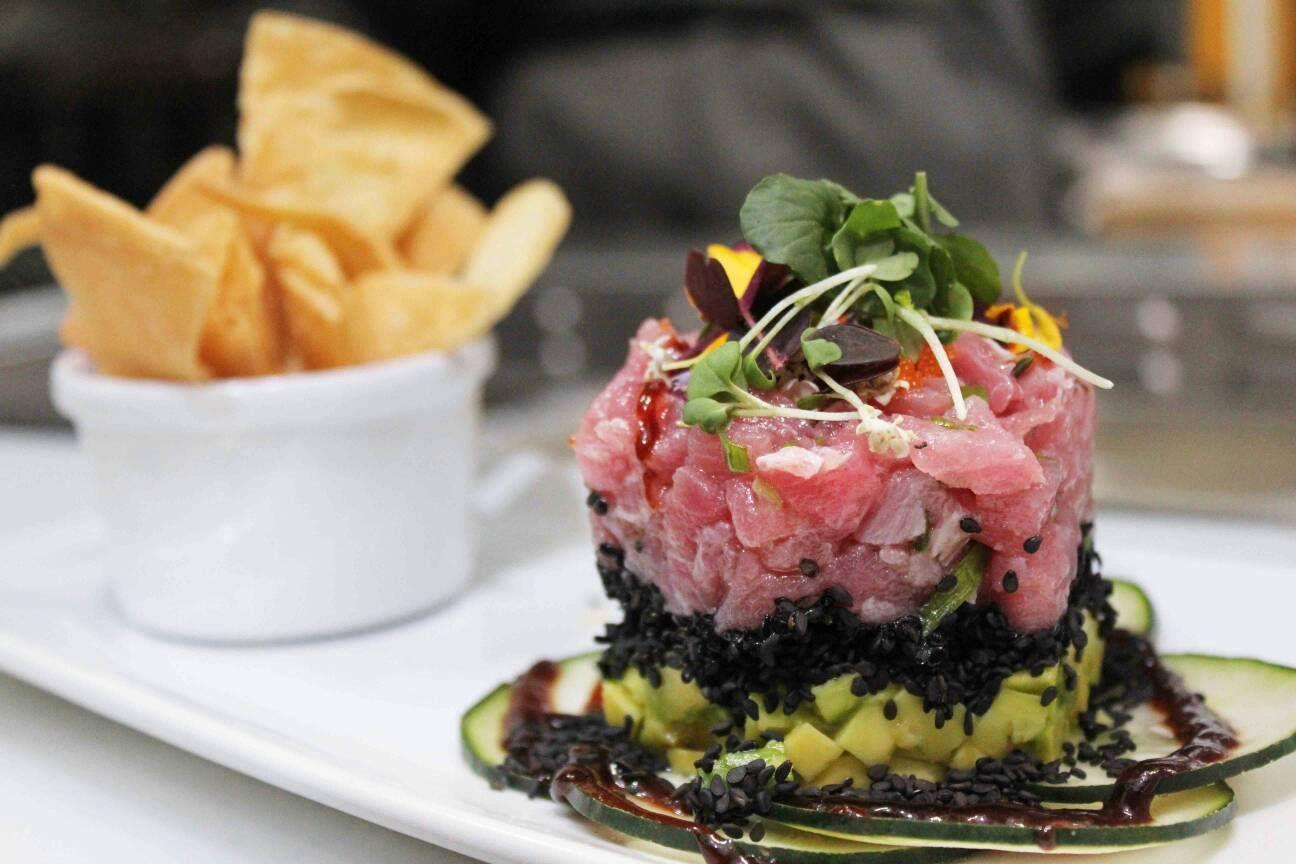 De nuestras entradas favoritas, Tartar de Atún para disfrutar este sábado! Los esperamos! www.daniel.com.co/menu
