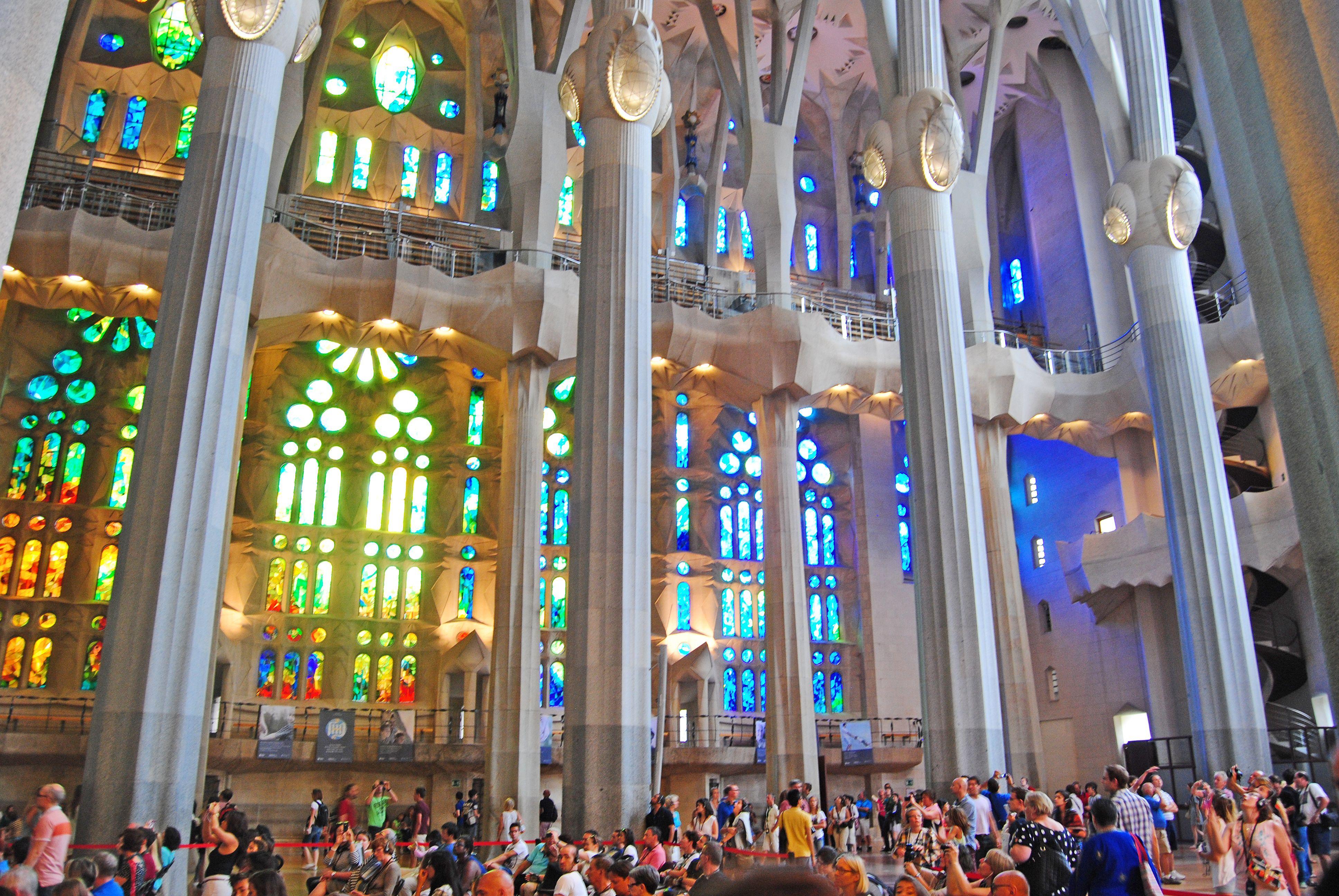Did you know that we can see the seasons represented on the Sagrada Familia stained windows?  ¿Sabíais que podemos ver la estaciones del año representadas en los vitrales de la Sagrada Familia?  #SagradaFamilia